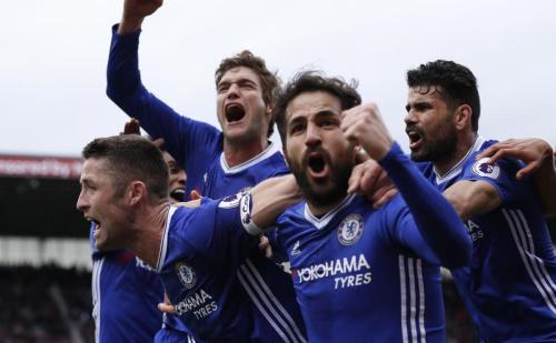 Cahill sauve Chelsea, Everton écrase Hull City