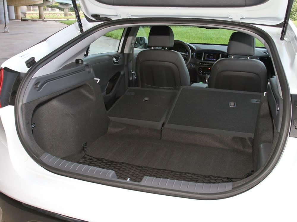 在一般狀況下,即擁有488公升的後廂容積,後座椅則提供6/4分離式傾倒功能。