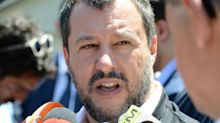 """Salvini: """"Citofonata? Chi spaccia droga vende morte"""""""