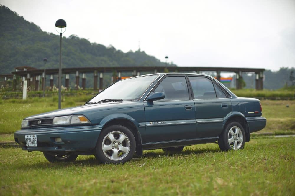 Corolla-03 車側前後兩個明顯的原廠銘牌