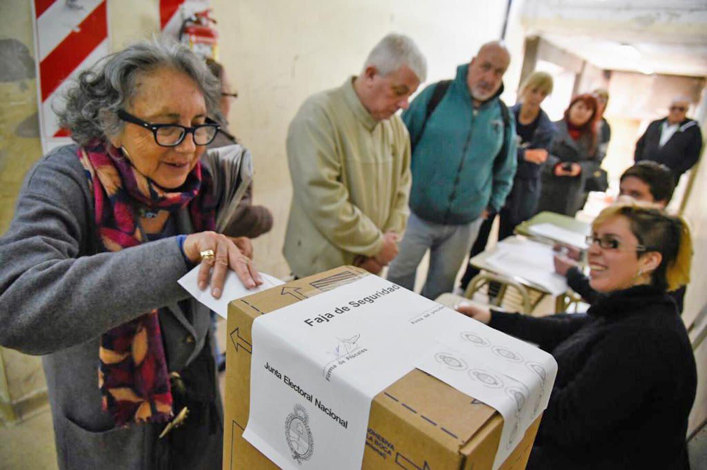 Alberto Fernández deroga tres decretos de Mauricio Macri en materia  electoral