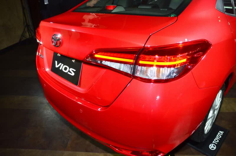 豪華款車型在車尾燈首度導入LED光條式設計