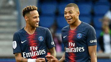 """""""Neymar deve trabalhar tanto quanto Cavani e Mbappé"""", diz Eto'o"""