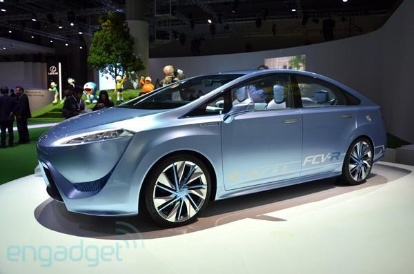 Toyota FCV-R concept brings fuel cell cars closer to reality, aiming for 2015 launch
