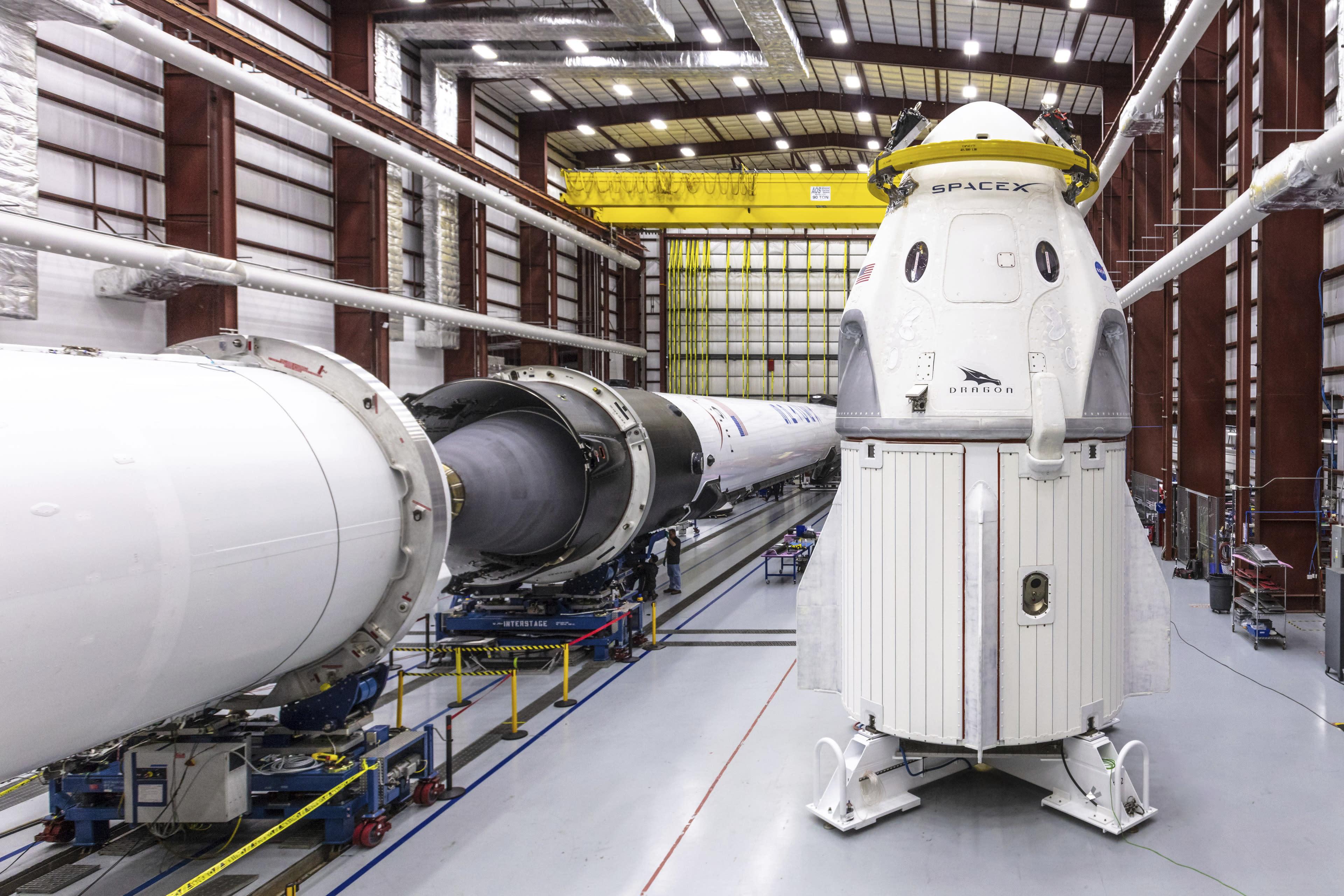 La NASA y SpaceX se disponen a inaugurar el sector privado de los viajes espaciales tripulados