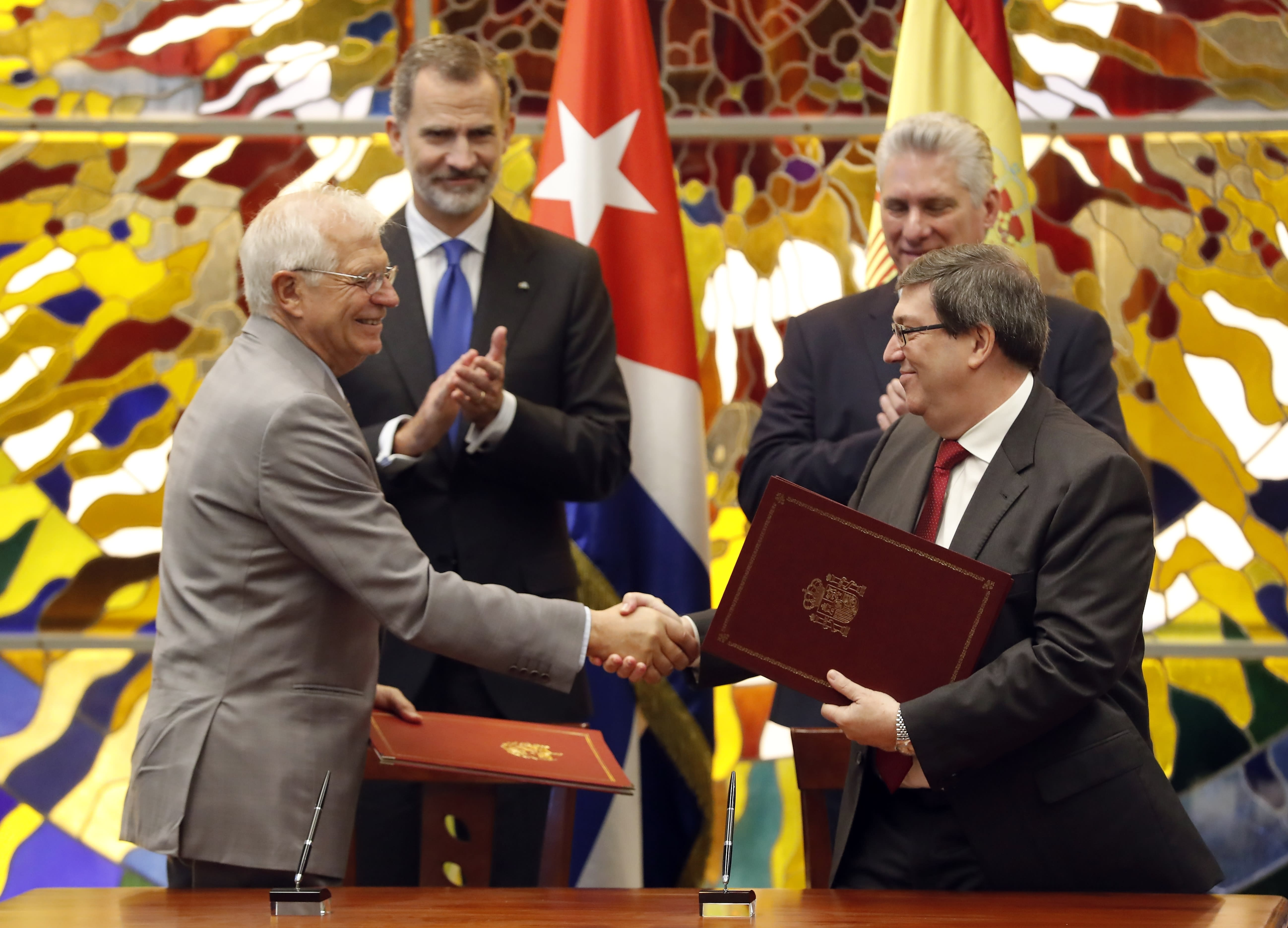 Spain's Foreign Minister Josep Borrell, left, and Cuba's foreign Minister Bruno Rodriguez Parrilla shake hands after signing an agreement while Spain's King Felipe VI, second left, and Cuba's President Miguel Diaz-Canel look on, at Revolution Palace in Havana, Cuba, Tuesday, Nov. 12, 2019. (Ernesto Mastrascusa/Pool photo via AP)