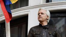 Canciller de Ecuador dice que asilo de Assange no puede durar años