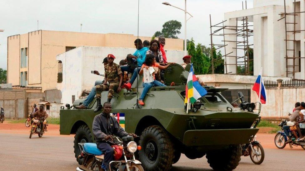 Russia sends 300 military instructors to the Central African Republic