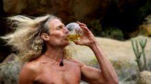 ¿Es peligroso beber nuestra propia orina?