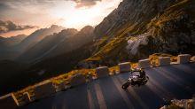 Fotoshooting während Motorradunfall: Influencerin sorgt für Diskussionen