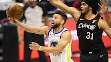 Watch Curry score 30+ for ninth straight game, Warriors top Cavaliers