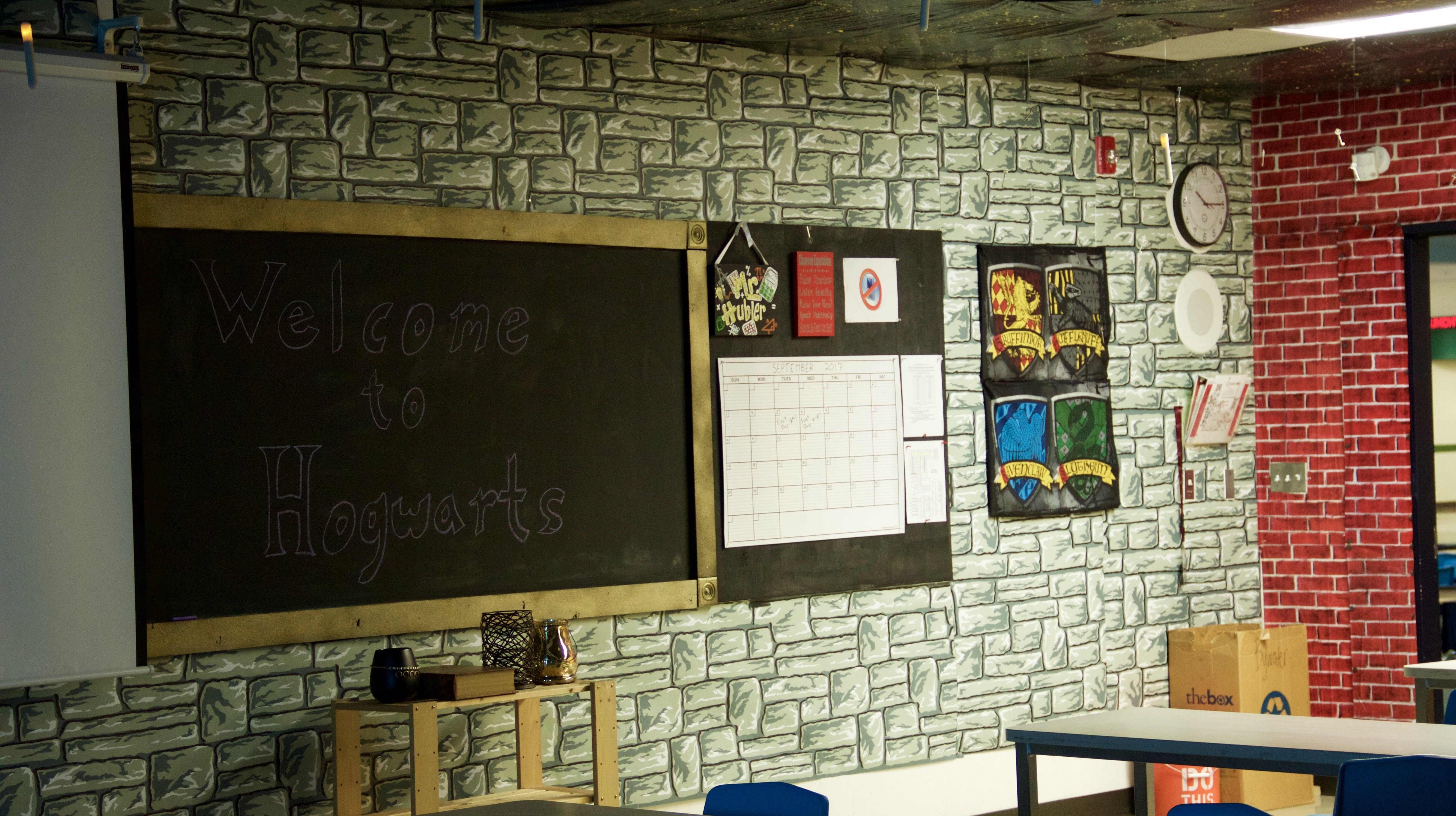Teacher Spends 70 Hours Creating Incredible U0027Harry Potteru0027 Themed Classroom