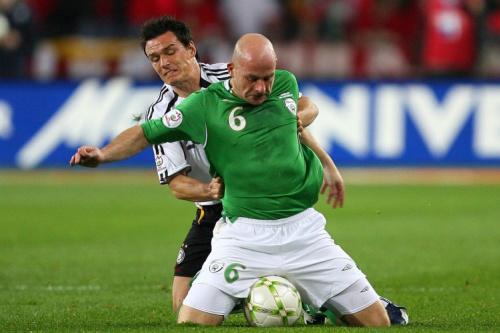 Former Ireland midfielder Lee Carsley gets axed by Blades