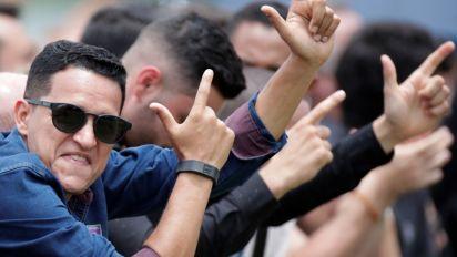 Jornalistas são hostilizados por militantes pró-Bolsonaro