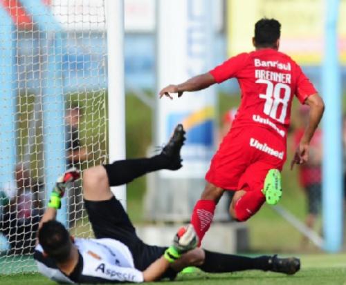 D'Alessandro ressalta primeira vitória do Inter fora de casa
