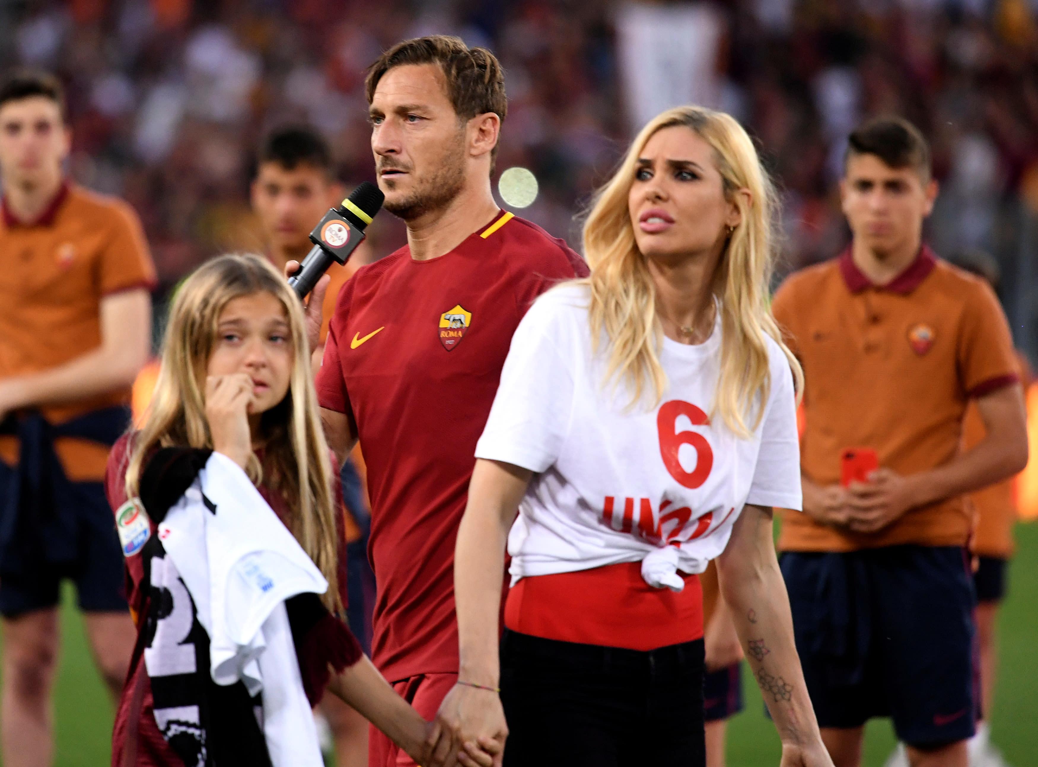 тотти вне футбола с женой фото достаточно