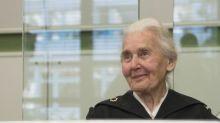 Corte alemana condena con cárcel a mujer de 88 años por negar el Holocausto