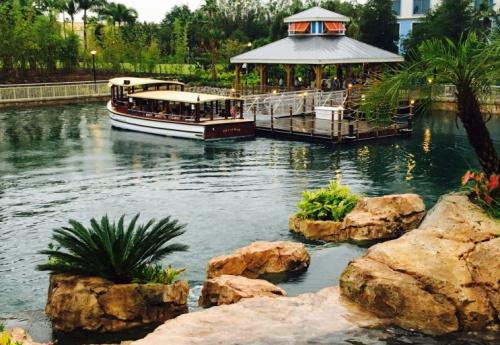 Loews Sapphire Falls bus shuttle to Universal Orlando (Miriam Porter)