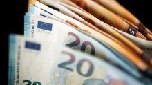 Euro cae presionado por preocupaciones sobre Italia, dólar sube por expectativas sobre comercio