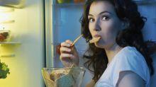 El peor hábito de los españoles: cenar tarde