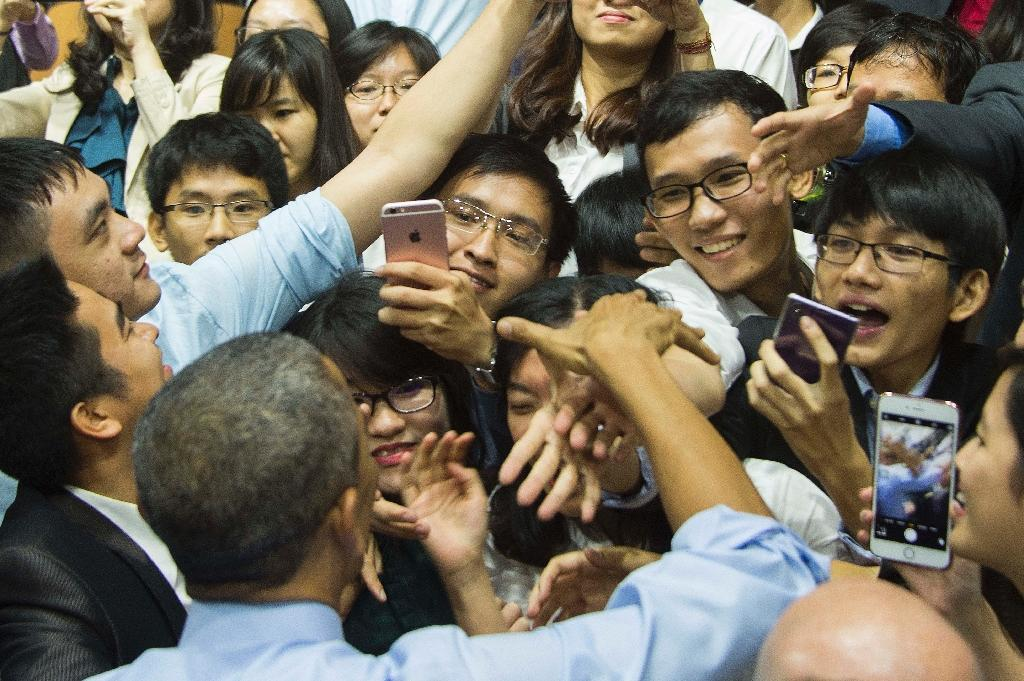 Young Vietnamese see US leader Barack Obama as a far cry from their staid Communist rulers (AFP Photo/Jim Watson)