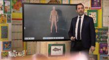 """Christophe Castaner explique l'usage des LBD à des enfants dans l'émission """"Au tableau!"""""""