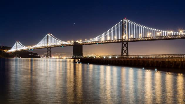 San Francisco's Bay Bridge keeps its computer-controlled lights