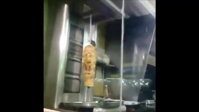 Rat feasts on shawarma in Saudi restaurant