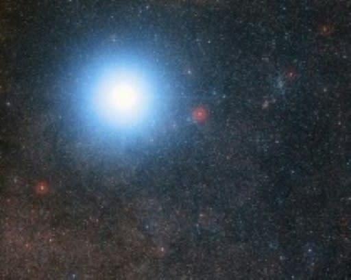 Resultado de imagen de Recreación del planeta Próxima b. Al fondo, la estrella Próxima Centauri y en medio, Alfa Centauri.