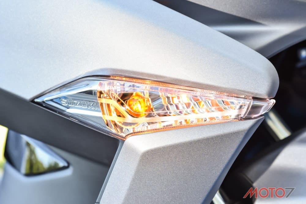 前後方向燈皆為傳統燈泡,有著優良的辨識性。