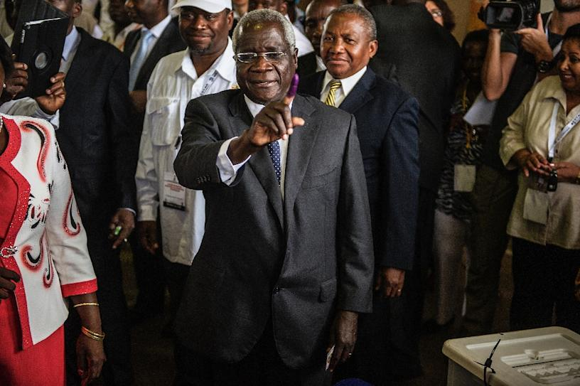 Mozambique's rebel leader Afonso Dhlakama (C) claimed the government was not taking its ceasefire overtures seriously (AFP Photo/GIANLUIGI GUERCIA)