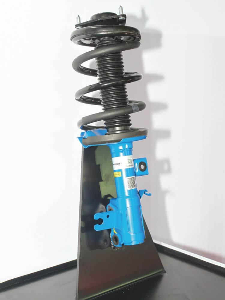 Bilstein減震筒的導入下, GT220得以坐擁極佳操駕穩定性。