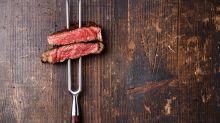 Mulher alega que dieta baseada em carne vermelha a ajudou a emagrecer depois da gravidez