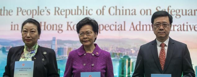 Bloomberg via Getty Images - 美國制裁11名中港高官 林鄭、鄭若驊、李家超、鄧炳強、張曉明上榜