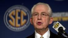 Former SEC commissioner Mike Slive dies at age 77