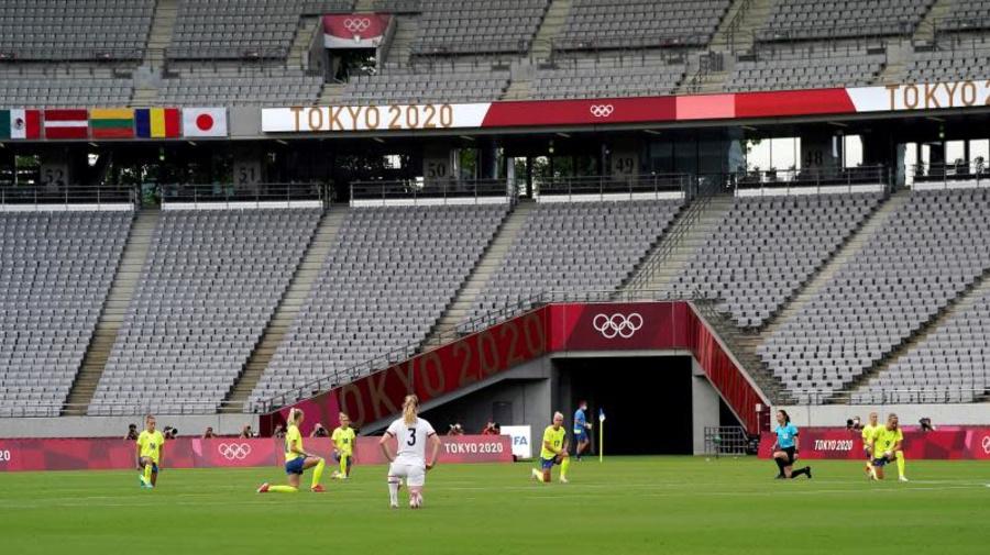 Protestas contra el racismo en la primera jornada de fútbol femenino