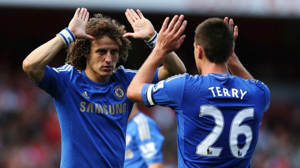 ►Que isso!!! David Luiz dá um soco nos testículos de companheiro de Chelsea!