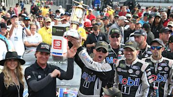 Harvick cruises to Brickyard 400 victory