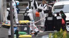 """Attaque à Paris: Charlie Hebdo apporte son soutien """"aux personnes touchées"""""""