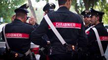 Bologna, spara ai ladri dalla finestra: un morto