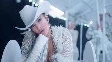 Jennifer Lopez exhibe sus atributos y movimientos de stripper