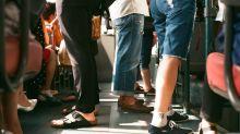 Parem de oferecer lugares aos idosos no transporte público, pedem especialistas