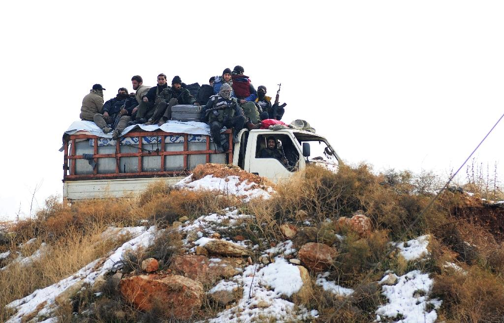 Syrian rebel fighters, are evacuated from Aleppo towards rebel-held territory in the west of Aleppo's province on December 22, 2016 (AFP Photo/YOUSSEF KARWASHAN)