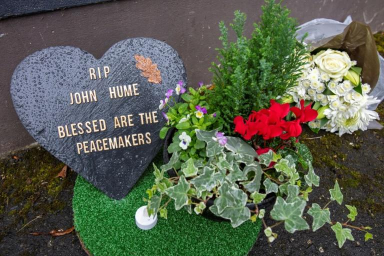 Tributes in Derry remember John Hume who will be buried on Wednesday (AFP Photo/Paul Faith)