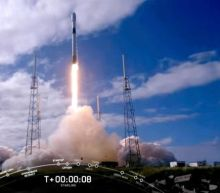 SpaceX launches another 60 solar-powered internet satellites