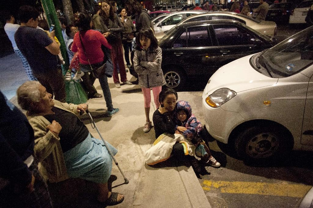 Residents gather on a street in Mexico City on September 7, 2017, after an earthquake of magnitude 8.1, according to the US Geological Survey, struck the south and was felt as far away as the capital (AFP Photo/Pedro PARDO)