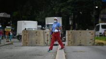 Muros de concreto e postos de controle restringem ruas em Caracas diante da COVID-19