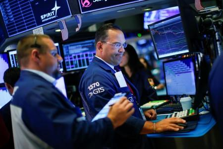 Dow Falls 391 Points Amid US-China Trade Woes, Hong Kong Protests