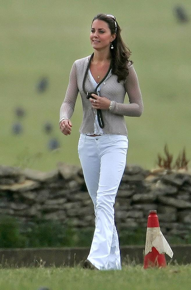 Kate rocked white jeans and a simple cardigan at the Beaufort Polo Club.