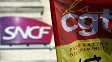 """Grève à la SNCF: les syndicats """"suspendent"""" les discussions avec Borne et demandent à être reçus par Philippe"""